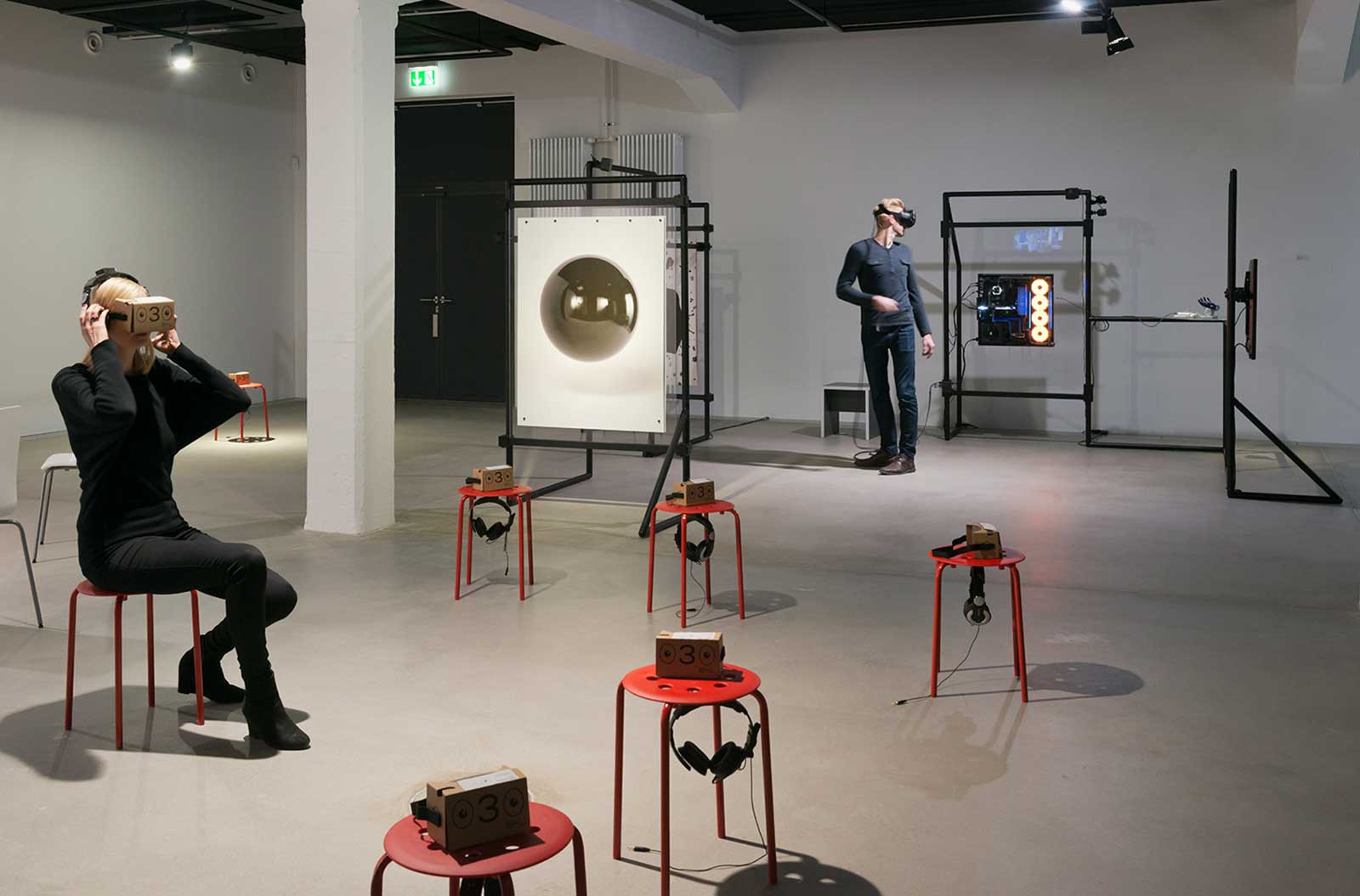 THE UNFRAMED WORLD, HeK Basel, Exhibitionview, Photo by Franz Wamhof